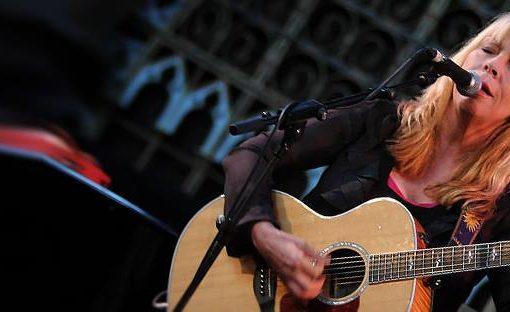 Rickie Lee Jones with guitar
